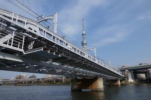 隅田川橋梁とすみだリバーウォーク